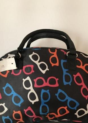 Очень удобная и вместительная женская дорожная сумка