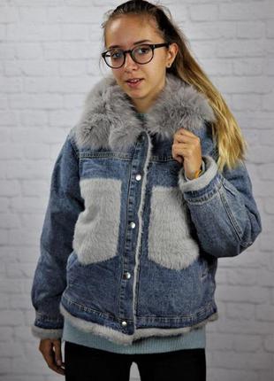 Молодежная джинсовая куртка на меху с натуральным меховым воро...