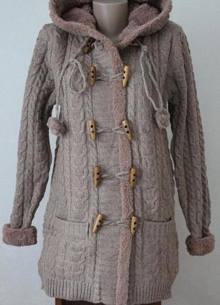 Пальто вязаное с мехом.