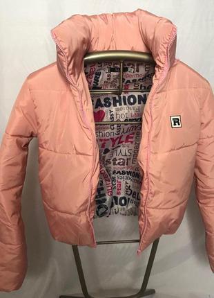 Дутая розовая куртка с капюшоном