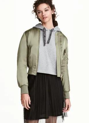 Оливковая сатиновая куртка бомбер 36 H&M