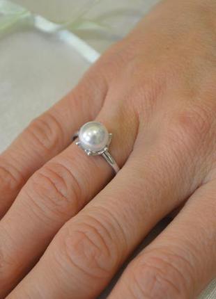 Классическое кольцо с жемчугом из серебра