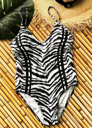 Черно-белый стильный купальник слитный