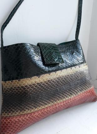 Женская маленькая сумка.