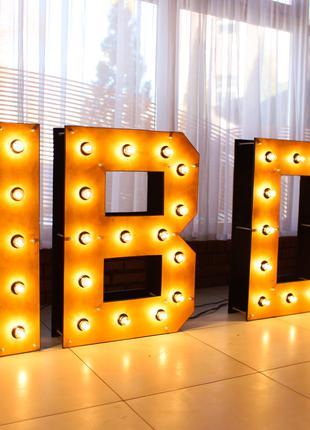 Фотозона HBDAY з лампочками на День Народження