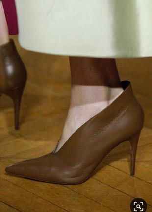 Кожаные серые ботильоны каблук рюмочка ботинки шкіряні сірі че...