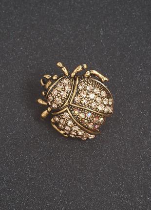 Брошь золотой жук