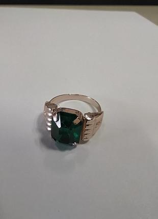 Красивое кольцо с зеленым камнем 15,5 - 16 размер