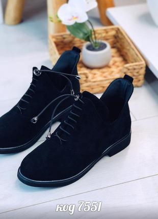 Чёрные замшевые ботинки на низком каблуке,чёрные замшевые коро...