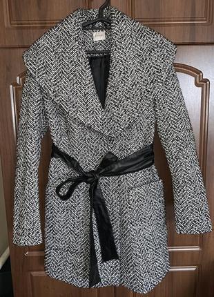 Стильное и классное пальто воротник хамут george