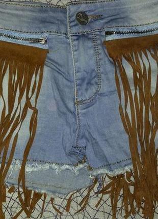 Стильные джинсовые шорты daysie  с бахромой для настоящих модниц