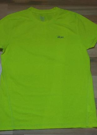 Яркая мужская спортивная футболка crivit