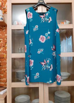 Лазурное в цветы на подкладке вискозное платье большого размера