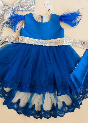 Нарядное платье на годик с кружевом и пайетками