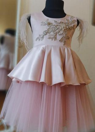 Нарядное платье пудрового цаета
