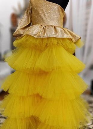 Нарядное блестящее многоярусное платье