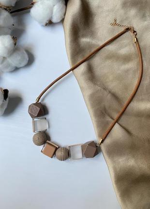Красивое колье ожерелье бусы из крупных геометрических бусин