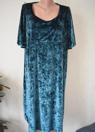Красивое велюровое платье большого размера