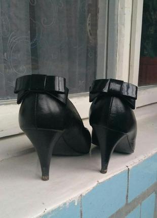 Туфли с бантиками/черные/кожа/каблук/бант
