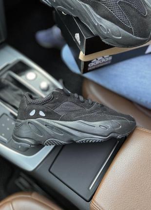 Кроссовки  adidas yeezy 700