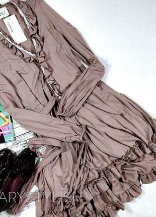 Модное платье с рюшами на запах, завязывается сзади пояс есть