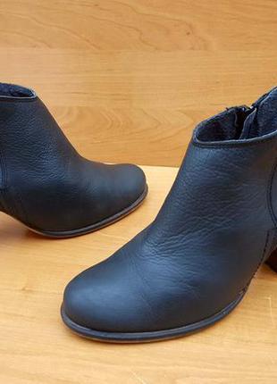 Женские шикарные ботинки, ботильоны на каблуке фирмы bambu eur...