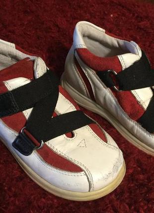 Детские кожаные ботинки на 22