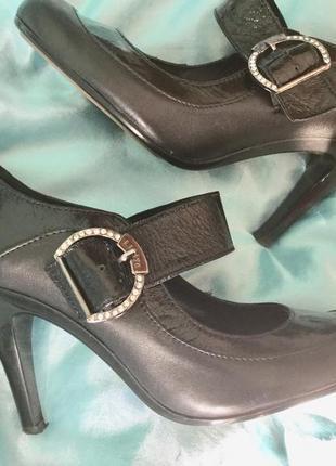 Кожаные туфли на 35