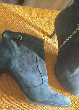 Шикарные замшевые ботинки на 35