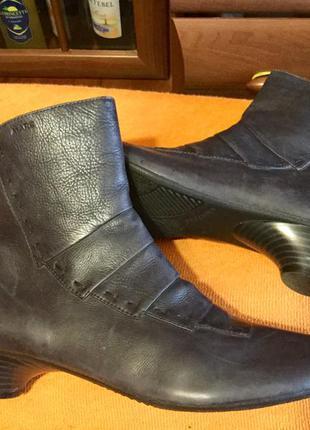 Кожаные женские ботинки 38 размер