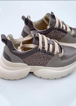 Шикарные самые модные качественные кроссовки
