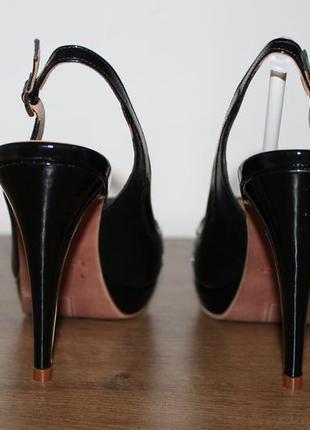 Стильные открытые туфли на высоком каблуке sacha london