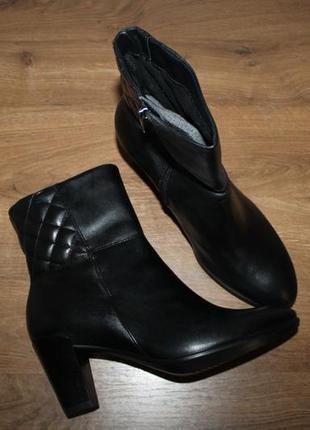 Демисезонные полусапоги на устойчивом каблуке ecco shape 55