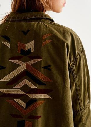 Парка куртка с вышивкой коттон хаки милитари pull&bear