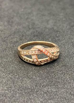 Золотое кольцо с фианитами из золота 585 пробы. Размер 17
