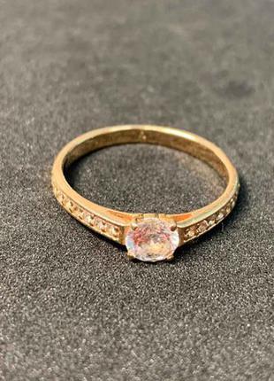 Кольцо с фианитом из золота 585 пробы.
