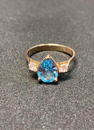 Золотое кольцо 585 пробы. Вставка- голубой и белые фианиты. Р....