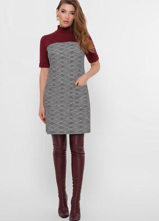 Стильное платье из букле с короткими рукавами