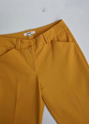Горчичные брюки koton