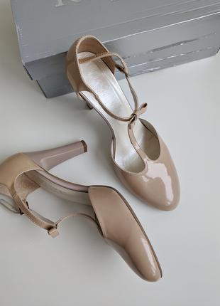 Красивые туфли / босоножки на каблуке бежевые kotyl