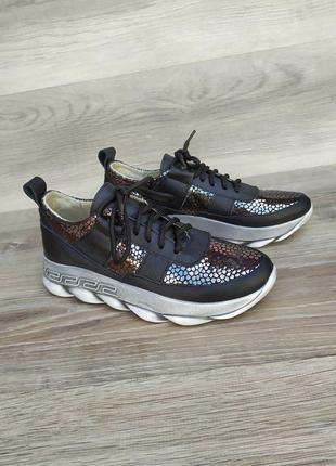 Новые кожаные кроссовки 40р от производителя