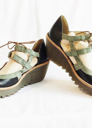 Туфли женские черные на платформе босоножки fly london