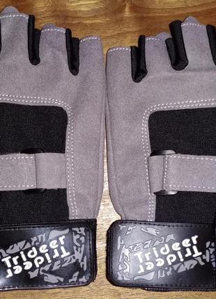 Спортивные перчатки без пальцев trideer