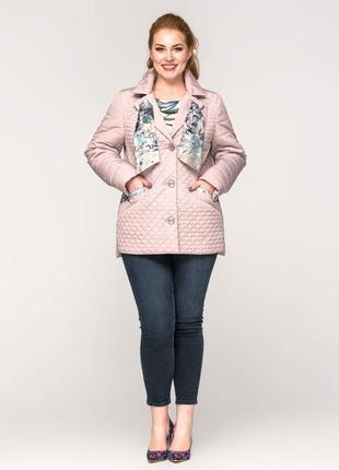 Стильная женская короткая весенняя бежевая куртка с шарфиком