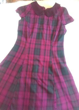 Стильное  платье с воротничком
