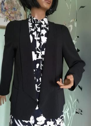 Стильный класический пиджак блейзер