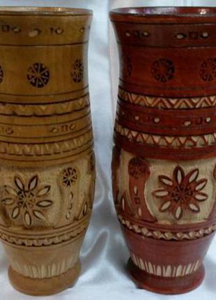 Деревянная ваза с резным рисунком.