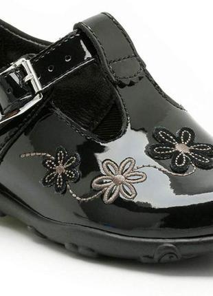Туфли детские кожаные лаковые черные балетки clarks