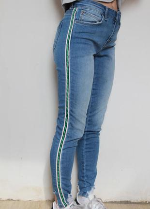 Zara джинсы cкини с полоской вставкой по бокам
