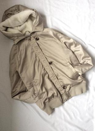 Деми куртка бомбер, капюшон с белым мехом, 38
